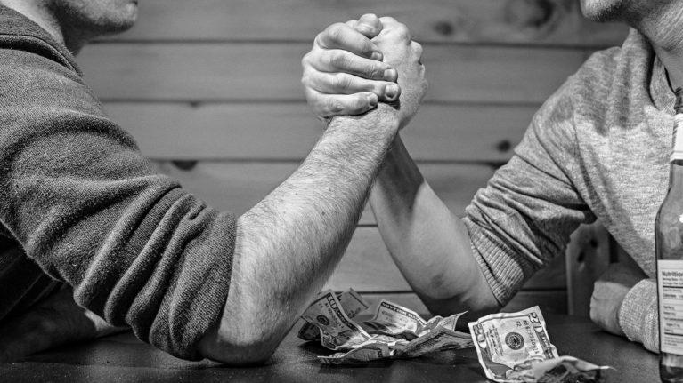 Aqui estão 3 erros que lhe impedem de crescer financeiramente