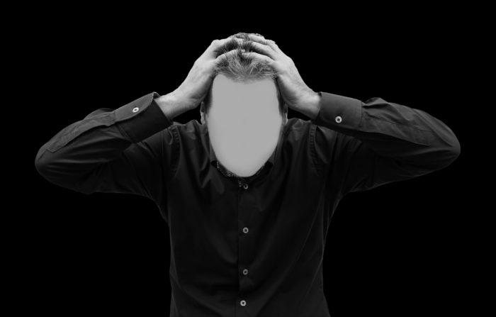 O Lado Escuro é um pedaço do nosso intelecto que não amadureceu como deveria e que, por isso, continua a nos proteger contra ameaças infantis. Ele insiste para que não tentemos, mas não porque quer impedir nosso sucesso; e, sim, porque quer nos poupar da dor da falha, a mesma dor que sentimos quando crianças nas situações em que fomos repreendidos por nossos erros.