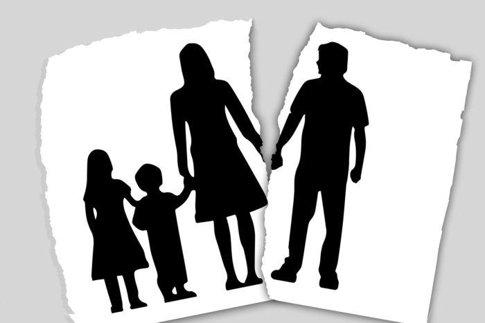 """o divórcio diz respeito apenas ao casal; e o casamento é feito por apenas duas pessoas. Ou seja, nada disso deveria afetar ou alcançar os filhos, porque eles são resultado da união, mas não """"membros"""" dela."""